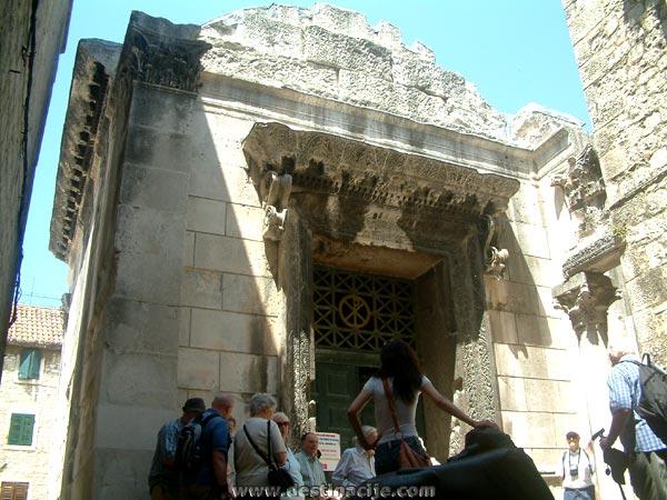 Jupiter temploma, Split