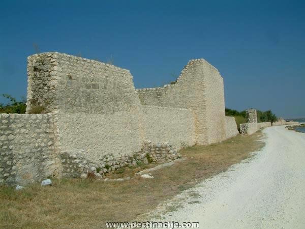 A városfal maradványai, Nin