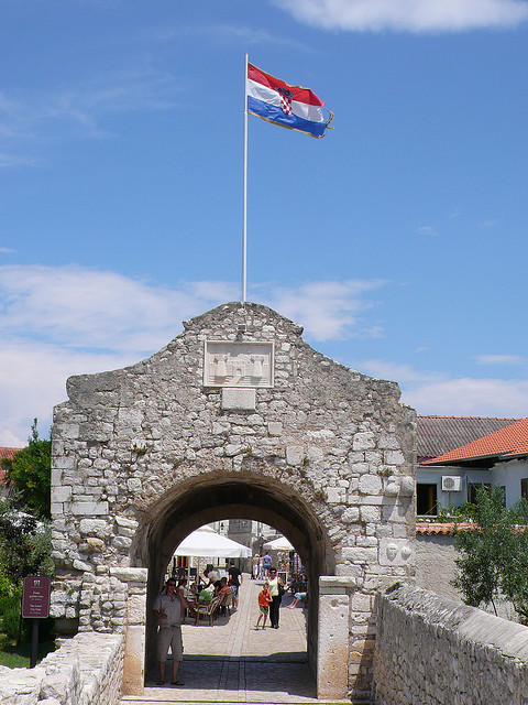 Alsó kapu (Donja varta), Nin